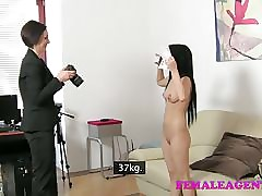 Athlet hot clips - lesbians eating wet pussy